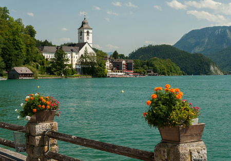 Sankt Wolfgang am Wolfgangsee (Salzkammergut, Austria) in summer blue sky 版權商用圖片