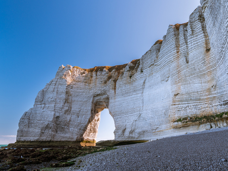 Chalk cliffs of Etretat (Normandy France) with the natural arch called Manneporte Archivio Fotografico