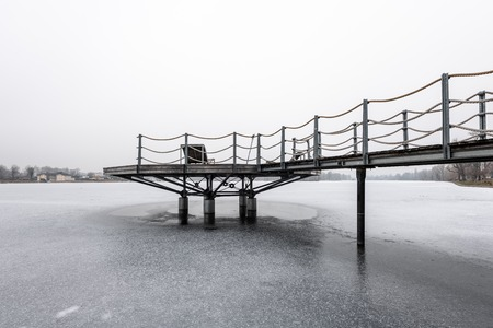 Public bathing place in winter, frozen water, lounger made of wood (Vienna, Austria) Stockfoto