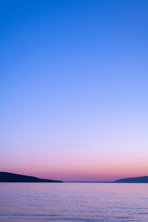 Mar y cielo después del atardecer en la isla de Cres (Croacia) Foto de archivo