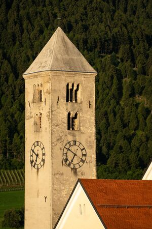 Church tower of St. Johannes in Laas (South Tyrol, Italy) on a sunny morning in summer Stockfoto