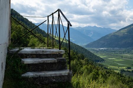 Stairs of the very old St. Martin chapel of Laas (South Tyrol, Italy) on a sunny day in summer Stockfoto