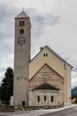 Church St. Johannes in Laas (South Tyrol, Italy) on a cloudy evening in summer Stockfoto - 130136343