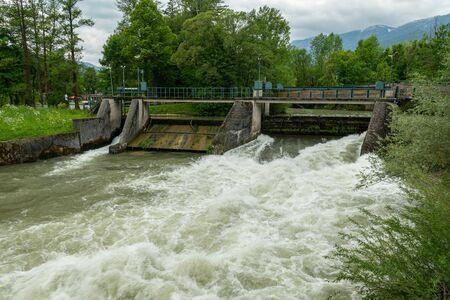 Weir on the river Schwarza in Reichenau (Austria) on a cloudy day in summer 版權商用圖片