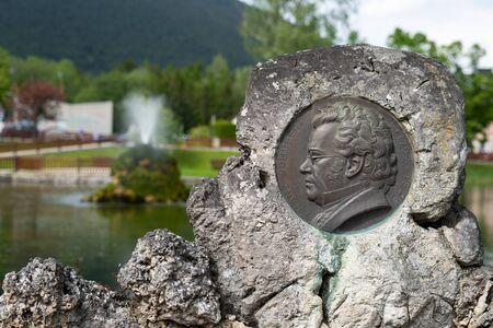 Nahaufnahme des Denkmals von Franz Schubert in Puchberg am Schneeberg (Österreich)