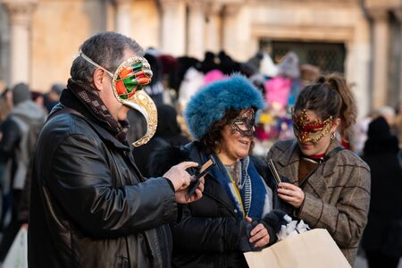 People in carnival disguise in February in Venice (Italy) 免版税图像