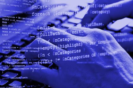 男性の手を青色で php コード コラージュでコンピューターのキーボードでタイピングのクローズ アップ 写真素材 - 55102788