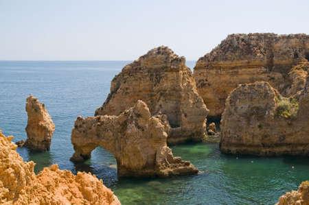 les plus: Portugal, Algarve, Lagos. Ponta da Piedade. Les plus visit�s et les formations rocheuses exceptionnelles au Portugal. Banque d'images