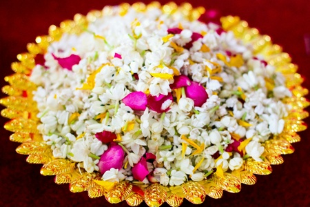 gold: Many flowers for Thai wedding tradition