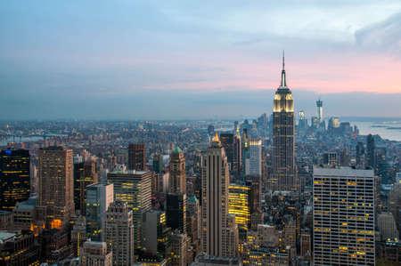 일몰 도시의 고층 빌딩 뉴욕시의 스카이 라인 스톡 콘텐츠 - 18166703