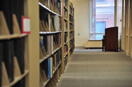 책이있는 도서관 및 독서 자료 스톡 콘텐츠 - 18296187