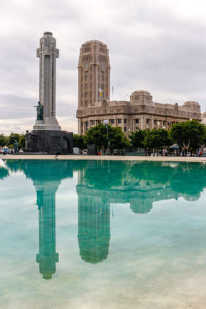 Monument dedicated to the memory of the fallen of the Spanish Civil War and the Tenerife Cabildo Palacio reflecting on the lake Editorial