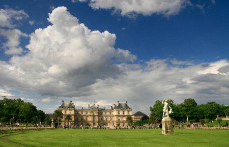 jardin de luxembourg: Luxembourg Palace in the Jardin de Luxembourg, Paris - France