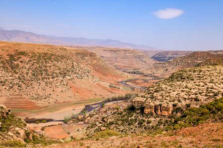 Erstaunliche Landschaft in Lesotho Standard-Bild - 77479013