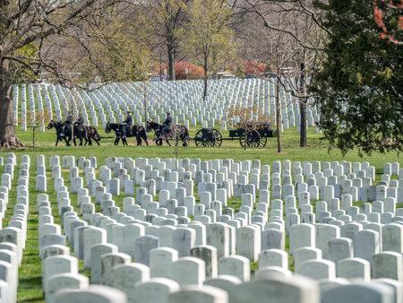 仪式在华盛顿阿灵顿国家公墓举行。