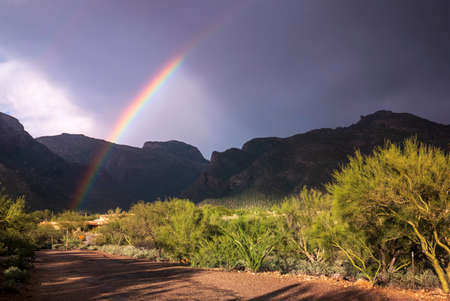 A brilliant rainbow over the outskirts of Tucson, USA Banco de Imagens