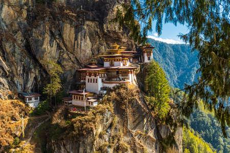 Tempio del nido delle tigri, valle di Paro - Bhutan Archivio Fotografico
