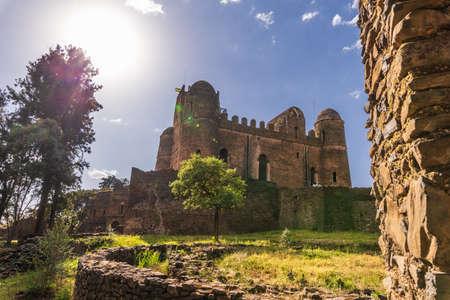 Fasil Ghebbi son los restos de una ciudad-fortaleza dentro de Gondar. Fue fundada en el siglo XVII por el emperador Fasilides (Fasil) y fue el hogar de los emperadores de Etiopía. Foto de archivo