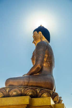 Bouddha d'or géant éclairé à Thimpu, Bhoutan