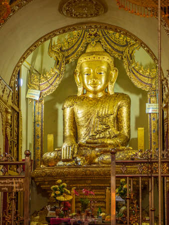Golden Buddha at the Shwe In Thein Paya temple