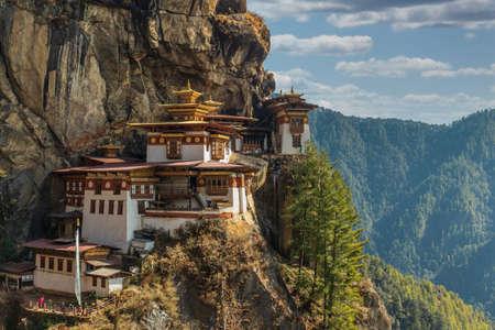 Le lieu le plus sacré du Bhoutan est situé sur la falaise de 3 000 pieds de haut de la vallée de Paro