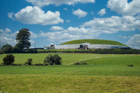 Newgrange passage tomb with nice clouds in the sky Фото со стока