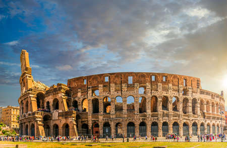 Scène de coucher du soleil au Colisée à Rome, Italie