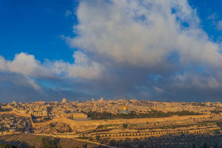 WS Jerusalem old town skyline with the dome of the rock in the center at dawn 스톡 콘텐츠
