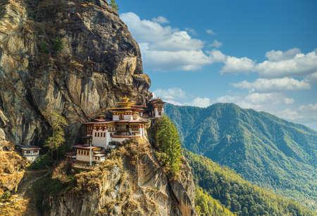 A view of the cliffside Tigers Nest Monastery in Paro, Bhutan Archivio Fotografico