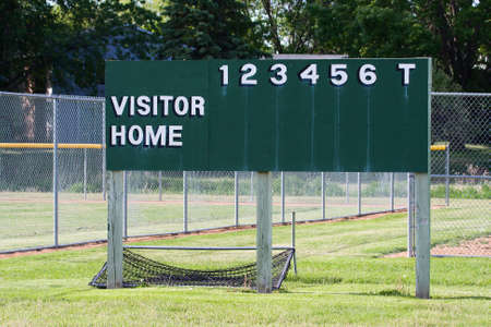 Six inning baseball scoreboard at a local park. Imagens