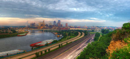 ecological tourism: Panorama urbano de St. Paul Minnesota hdr. Foto de archivo