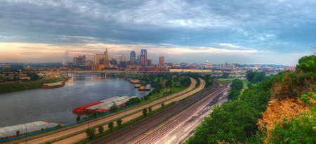 turismo ecologico: Panorama urbano de St. Paul Minnesota hdr. Foto de archivo