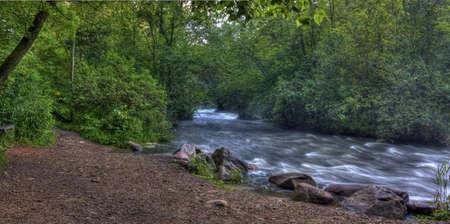 flowing river: Rapids de r�o que fluye de alto rango din�mico. Foto de archivo