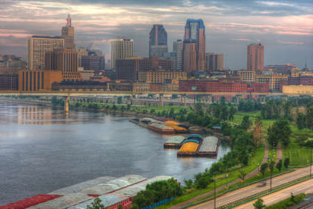 turismo ecologico: Paisaje urbano de St. Paul, Minnesota en HDR.
