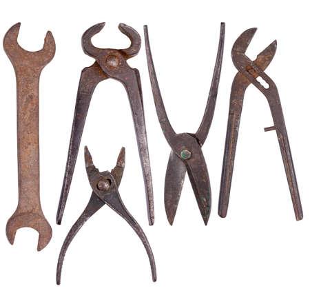herramientas de construccion: Conjunto de herramientas viejas oxidadas, aislados en blanco