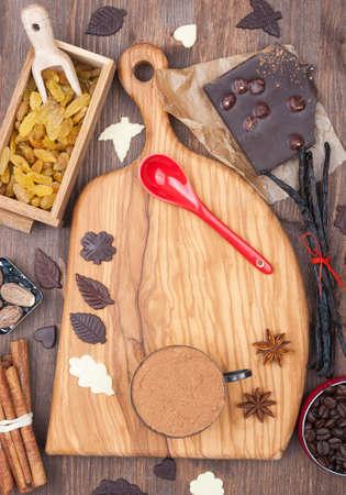 Keuken bord met voorbereide ingrediënten voor het bakken Stockfoto