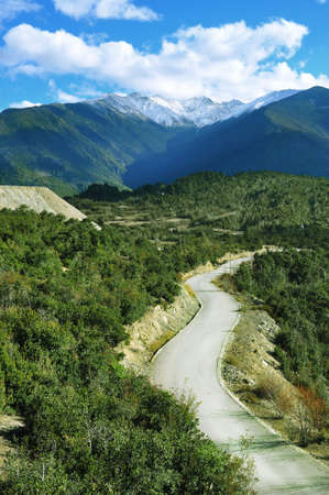Road to snow mountain Stock Photo - 14083687