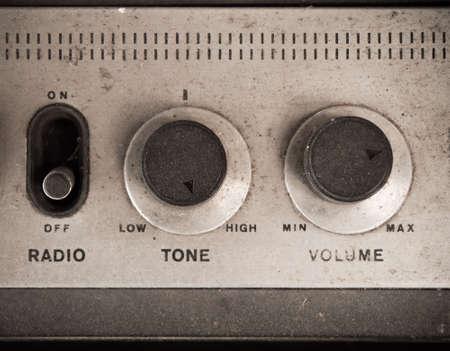 transistor: Botón del panel de radio polvorienta vieja Foto de archivo