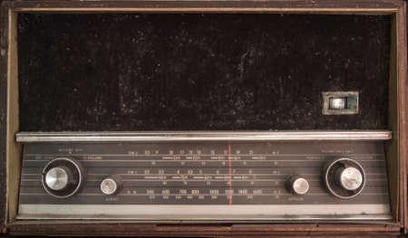 transitor: Antiguo polvoriento mal estado transistor de radio