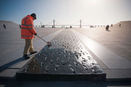 大連, 中国 - 2015 年 1 月 19 日: 彫刻複雑な星海広場前で 1000年の足跡です。広場は、世界で最大の広場を作る 110 万平方メートルの総面積をカバーして 報道画像