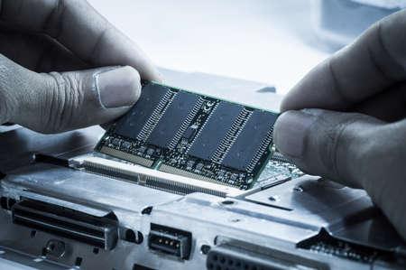 Upgrading RAM-geheugen kaart op laptop computer moederbord