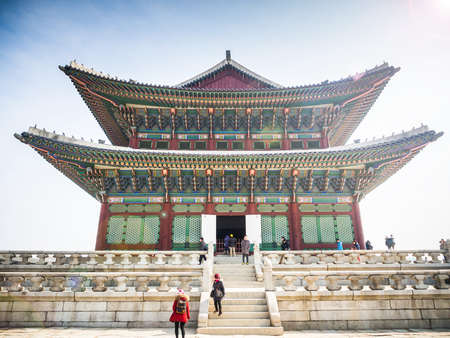 febuary: SEOUL, SOUTH KOREA - FEBUARY 25, 2015: Tourists at the side of Gyeongbokgung Palace.