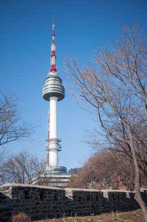 N Seoul Tower with blue sky Reklamní fotografie - 37453596