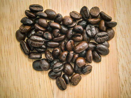 amantes: Habas del amante del caf� dispuestas como forma de coraz�n