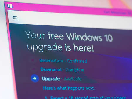 Bangkok, Thailand - August 16, 2015; Update screen of Microsoft Windows 10. The OS is the new version of Windows. It starting July 29, 2015. 報道画像