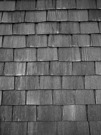 tejas: Techo de tejas de madera vieja.