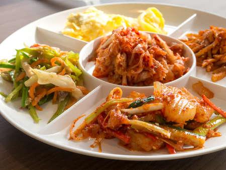 PICKLES: Closedup de Corea pepinillo plato de acompañamiento. Foto de archivo