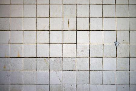 Old grunge ceramic tile wall texture background. Banque d'images