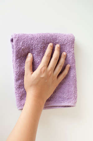 wipes: Hand wipe the cleaning towel