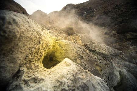 Die Ablagerung von Schwefel und Dampf auf Vulkanausbruch Bereich.